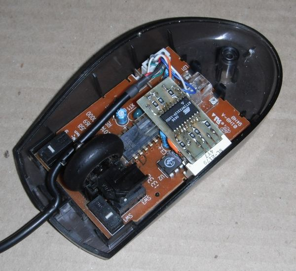 Внутри мыши индикатор с платой